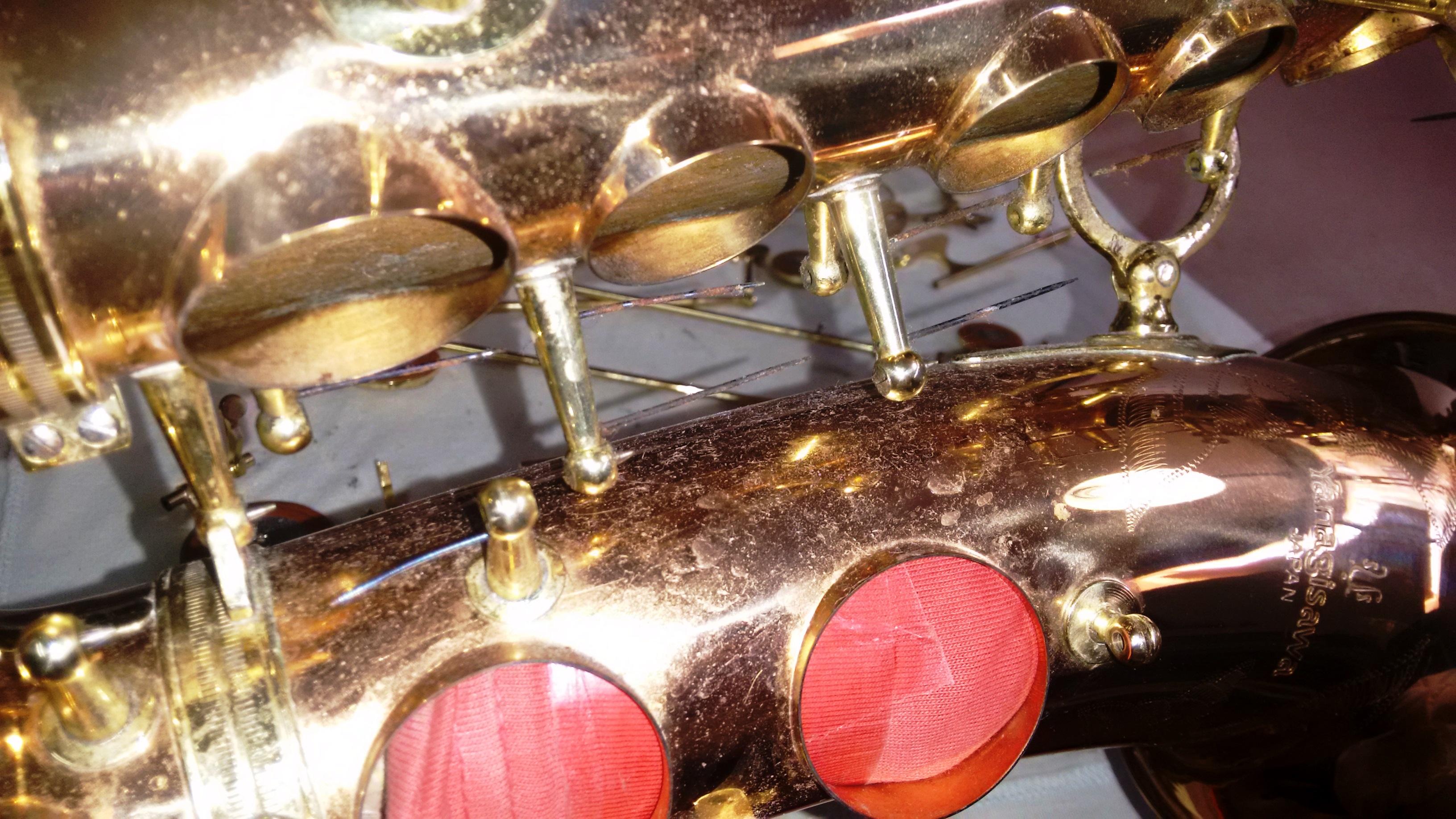 Después de desmontar todas las llaves podemos ver la suciedad acumulada en el cuerpo y los muelles oxidados