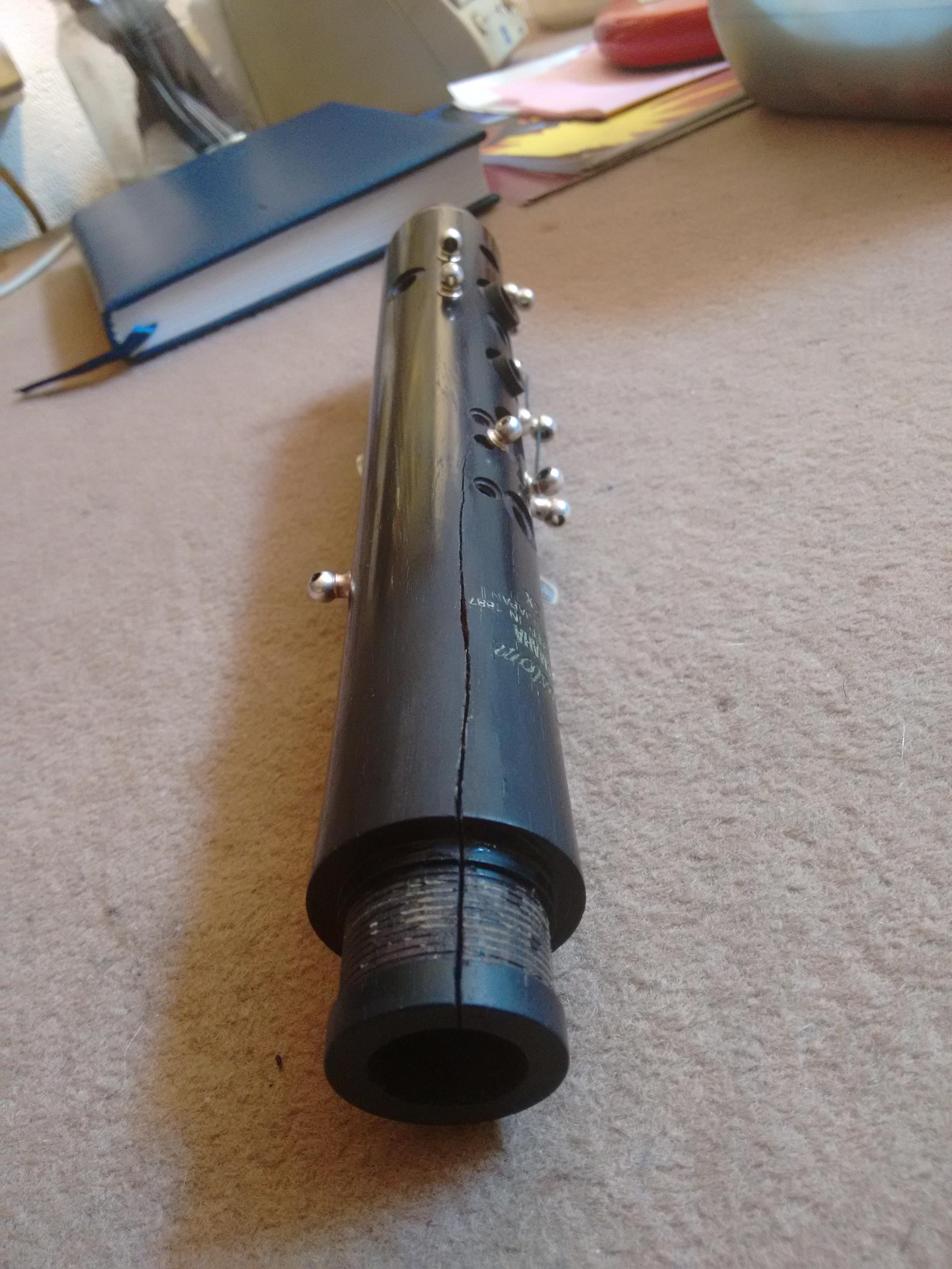 Raja en el cuerpo superior incluyendo la espiga del barrilete de un clarinete Yamaha Custom YCL-CX