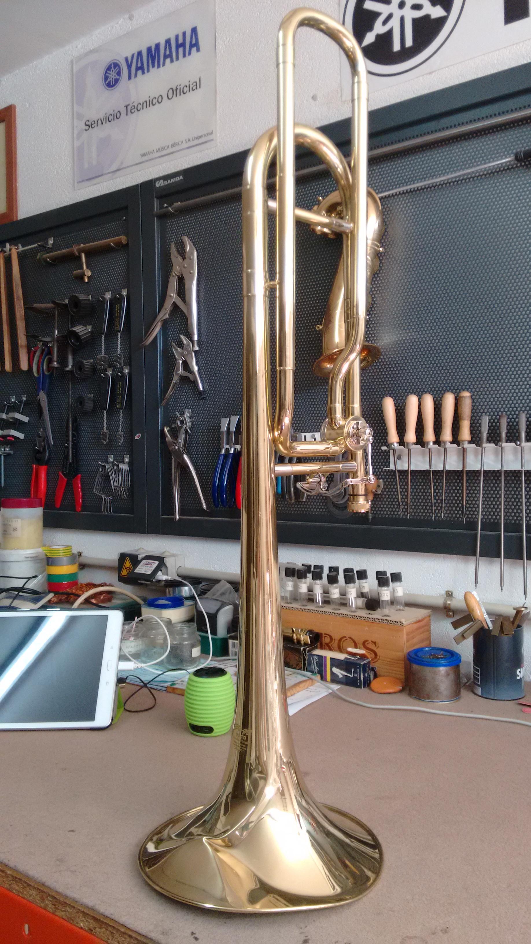 Vista general de la campana abollada del trombón