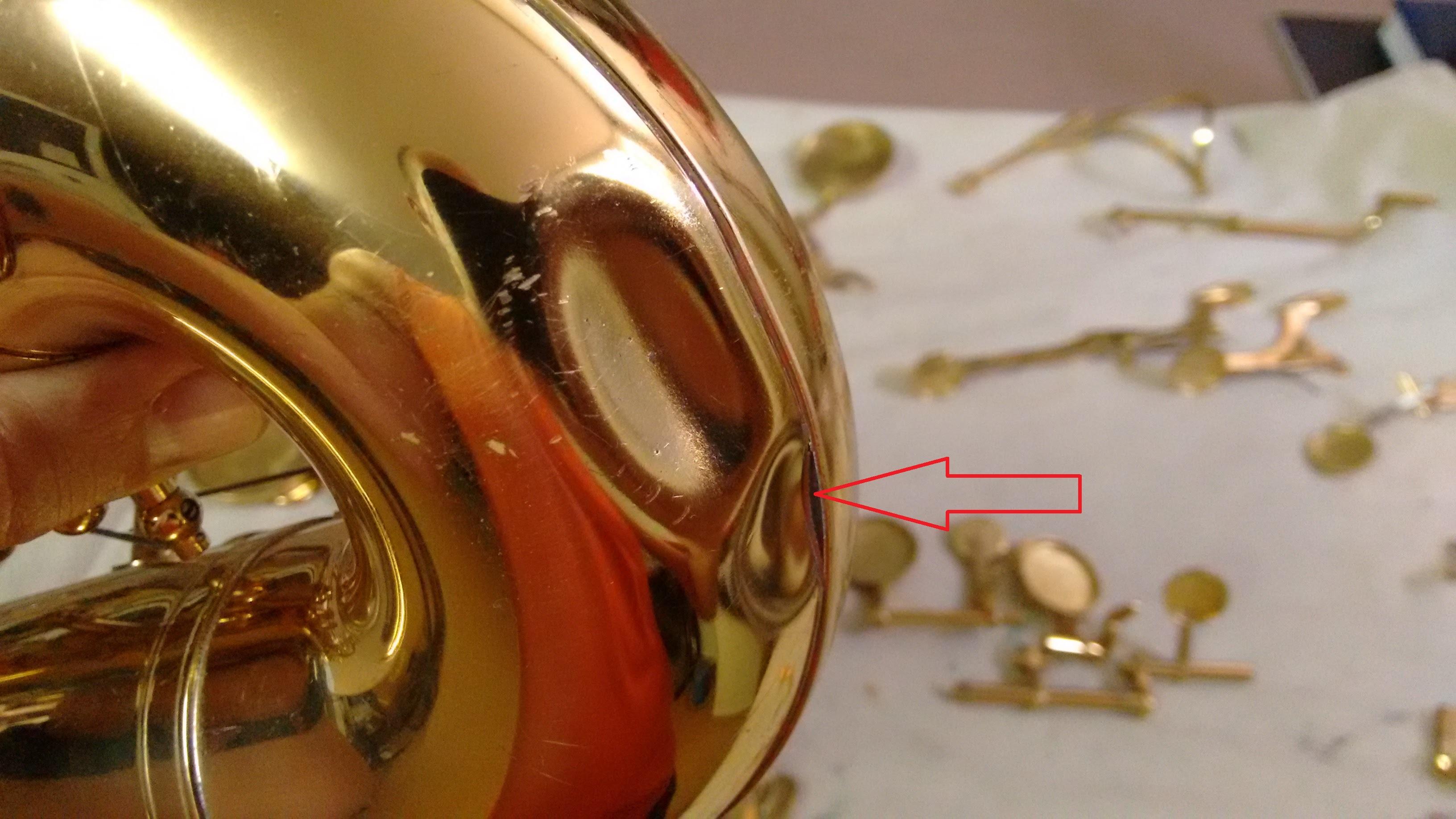 Se puede observar como también se ha desoldado la pletina que hace de refuerzo del curvo