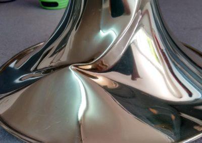 Abolladuras y pliegues en la campana de un trombón