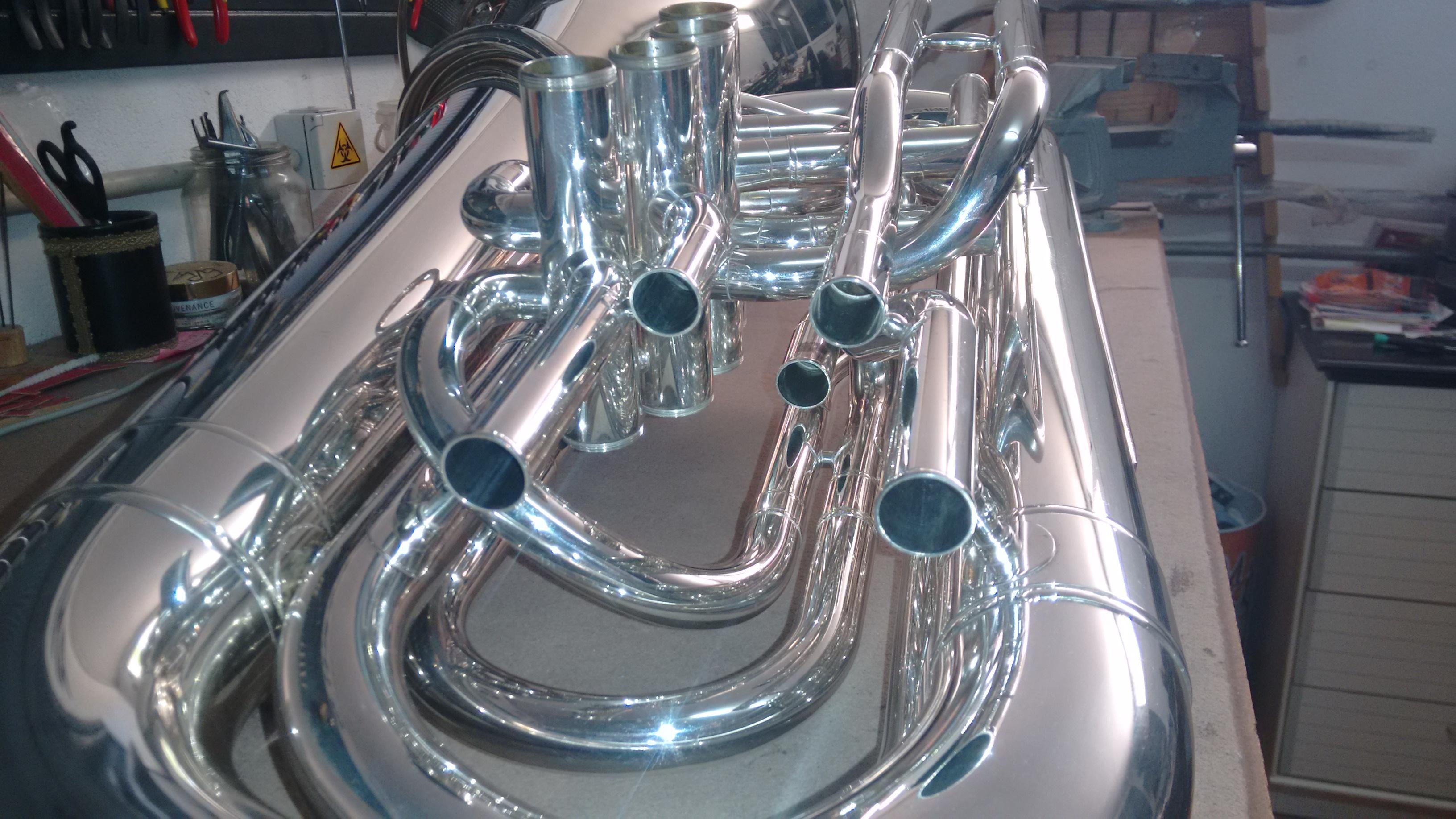 Este es el aspecto que tiene el interior de las tuberías de la tuba después de hacer la limpieza con ácido y sales